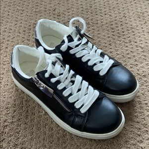 Black & Silver Casual Athletic Shoes - 7.5